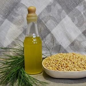 Кедровое сыродавленное масло ручной работы
